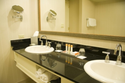 hotel_bathroom_LED_light_global_hardware-comp
