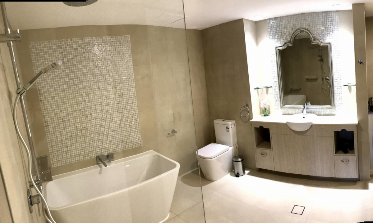 hotel_bathroom_mirror_accessories-comp